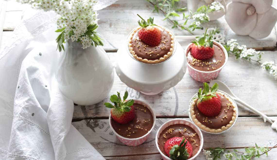 Vegan chocolate cream with strawberries – fast – delicious – easy to prepare!